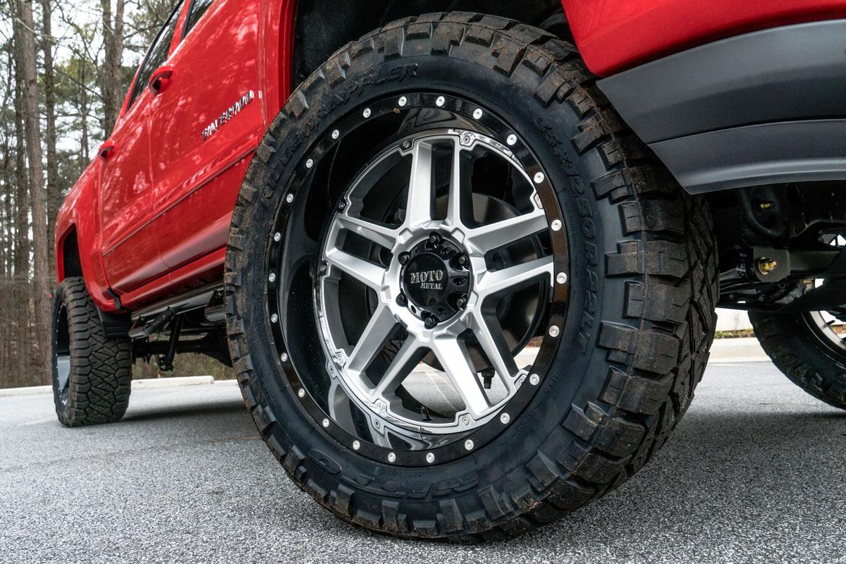 Chevy Silverado w Moto Metal MO987 Wheels & 35x12.50R22 Tires