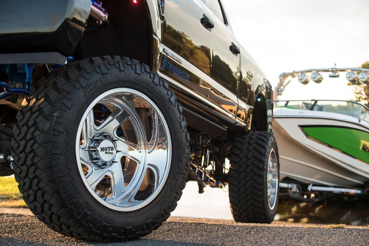 Ford F-250 w 24x12 Forged MotoMetal 400 Wheels & 40x15.50r24 Nitto Tires