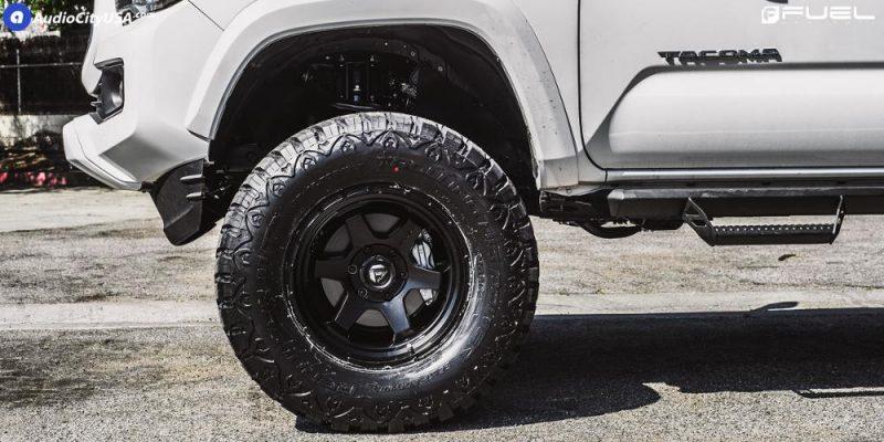 Toyota Tacoma 18x9 Fuel Shok D664 Wheels