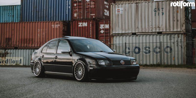 Volkswagen Jetta 18 Rotiform IND T Wheels